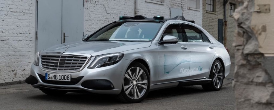 Mercedes-Benz Co-Operative Car concept uses turquoise LEDs to 'talk' to pedestrians