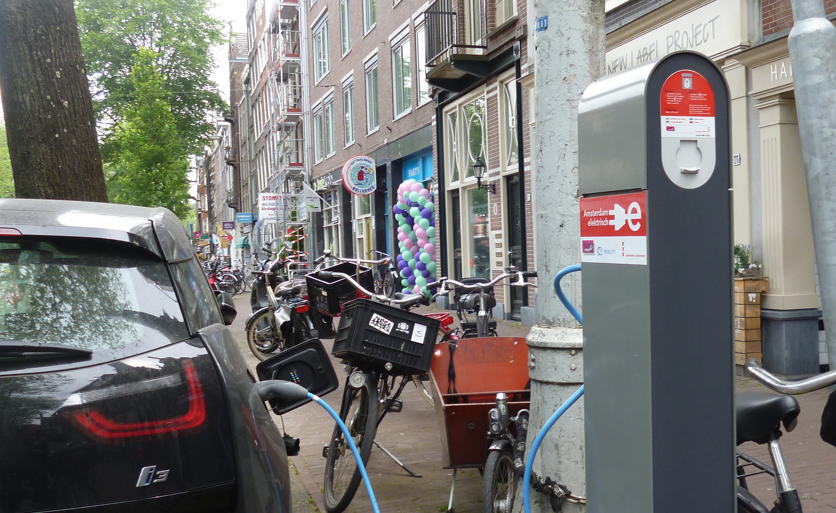 Amsterdam wants to ban gas and diesel cars from 2030
