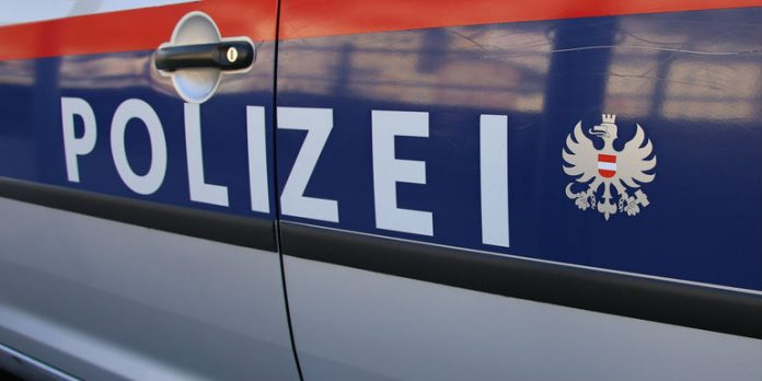 17-Jähriger rast durch 30er-Zone, crasht in Autos